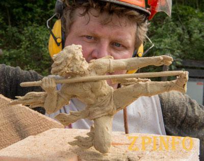 Запорожский мастер вырезал пилой самую красивую скульптуру в мире