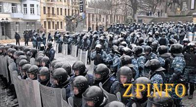Чрезвычайное положение в Украине будет со среды