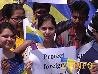 Двух иностранных студентов из Харькова отправили на лечение домой (Видео)