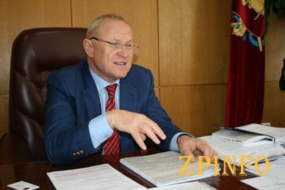 За год глава Запорожского облсовета заработал 0,3 млн. грн.