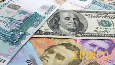 Гривна снизилась к доллару, но укрепилась к евро