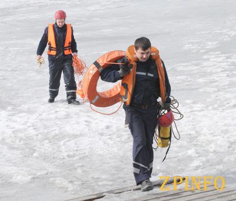 Спасатели предупреждают: ледяная вода - смертельная стихия!