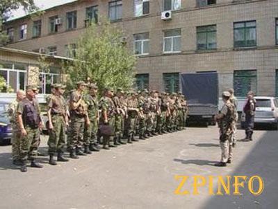 Из Запорожья в Мариуполь отправились служить милиционеры