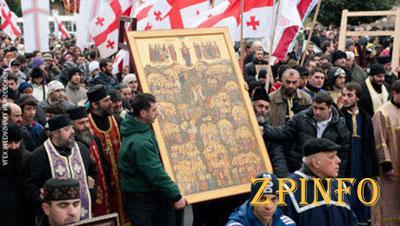 К православной святыне в Запорожье сходятся тысячи горожан