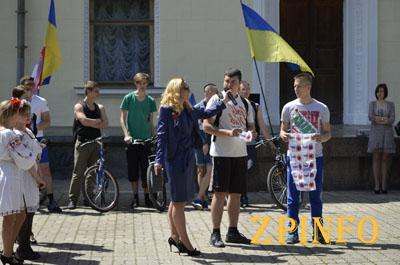 Ко Дню Победы запорожцы устроили велоэстафету (Видео)