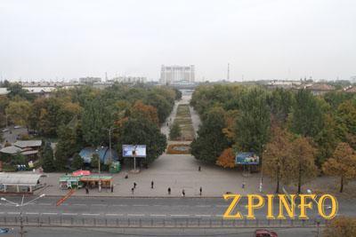 Коммунальщики начали снос парка Яланского