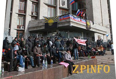 Луганские сепаратисты укрепляются и бьют журналистов