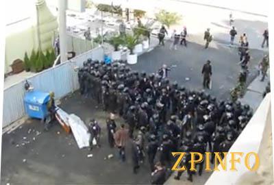 Милиция живым щитом прикрывала сепаратистов в Одессе (видео )