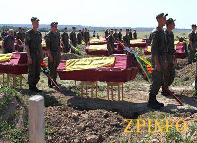 На Кушугумском кладбище похоронили 57 неизвестных солдат (Видео)