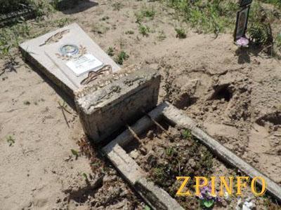 В Запорожской области на майские праздники вандалы разрушили десятки памятников