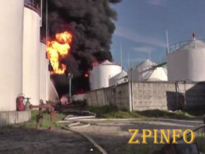 На нефтебазе под Киевом до сих пор горят резервуары с топливом