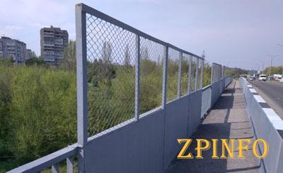 На запорожском мосту поставили ограждения