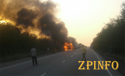 На запорожской трассе сгорела фура с мукой
