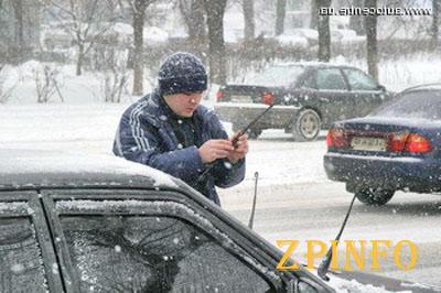 Обильный снегопад  добавил трудностей водителям (Видео)