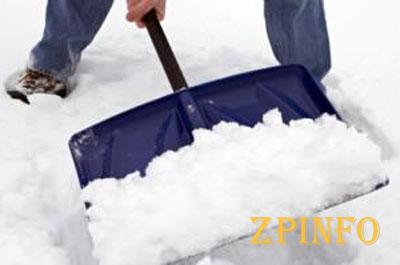 Почти 1000 запорожских дворников расчищали город от снега