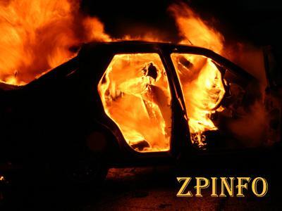 Под Запорожьем машина загорелась прямо в гараже