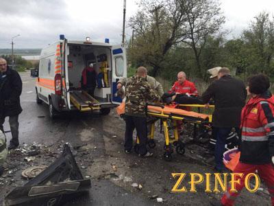 Под Запорожьем в ДТП пострадали 3 человека, одна женщина попала в реанимацию