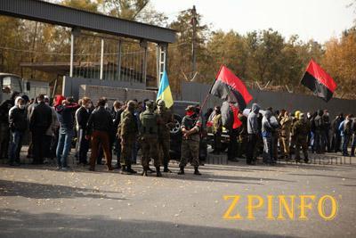 """""""Правый сектор"""" не намерен прекращать акции протеста против """"Запорожстали"""""""