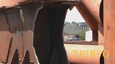 Преступники в течение двух недель разворовывали металл на запорожских мостах