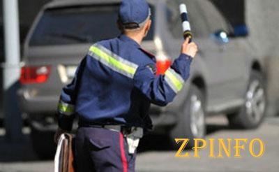 Призывникам вручают повестки прямо на дорогах области