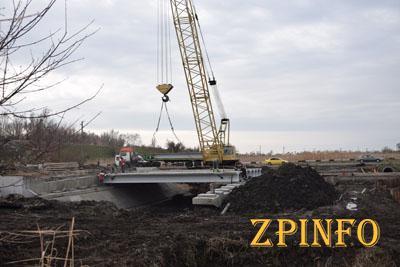 Ремонт запорожского моста идет полным ходом