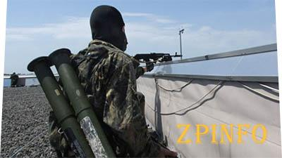 Российские ополченцы окружили аэропорт в Луганске