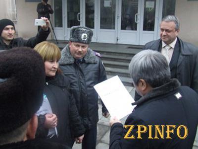 Как запорожские активисты мэра встречали