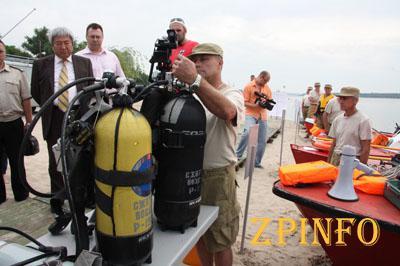 Син пообещал запорожским спасателям новый катер
