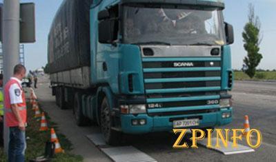 Тяжелым грузовикам ограничат въезд в город