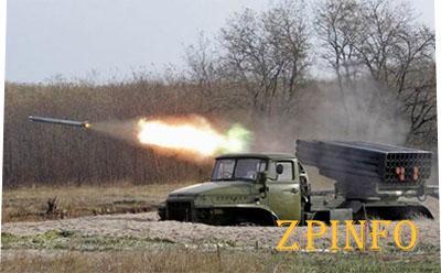 Украинские позиции продолжают обстреливать с территории России