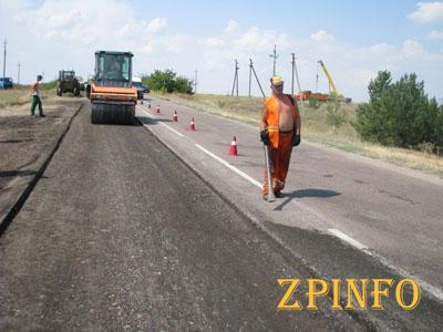 Усиленный ремонт дорог Запорожской области продолжается