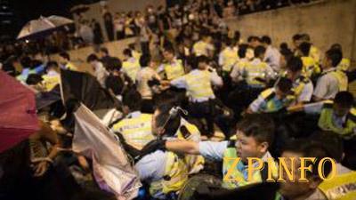 В Гонконге правоохранители применили силу к участникам протеста