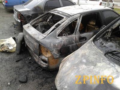 В Мелитополе в масштабном пожаре горели машины