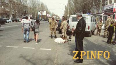 В Мелитополе военный УАЗ сбил на пешеходном переходе двух женщин