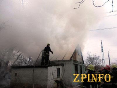 В Шевченковском районе Запорожья полыхала дача