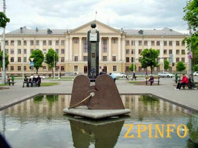 В центре города появилось 7 скульптур-оберегов Запорожского края