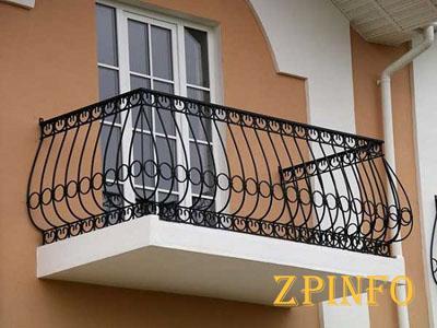 В Запорожье бабушка просидела 12 часов на балконе