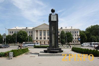 В Запорожье часы влюбленных отремонтируют ко Дню города