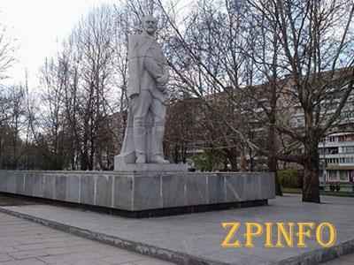 В Запорожье депутаты отказались обсуждать снос памятника Дзержинскому