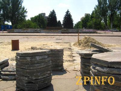 В Запорожье фонтан на Фестивальной засияет новой облицовочной плиткой