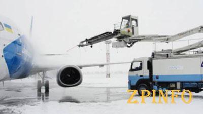 В Запорожье из-за снегопада не работает аэропорт