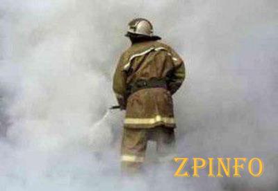 В Запорожье из горящей многоэтажки спасли жильцов
