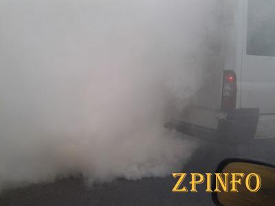 В Запорожье из маршрутки повалил дым