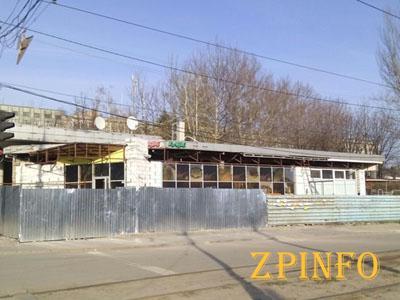 """В Запорожье кафе """"съело"""" остановку"""