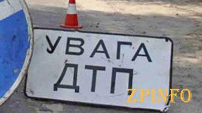 В Запорожье легковой автомобиль наехал на 20-летнего парня