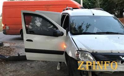 В Запорожье легковушка врезалась в автобус