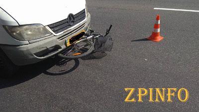 В Запорожье маршрутное такси сбило велосипедиста