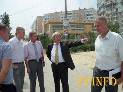 В Запорожье меняют проект выкладки тротуарной плитки на Песках