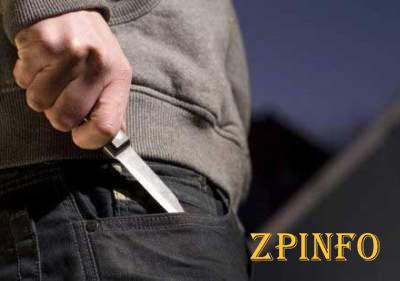 В Запорожье молодого парня изрезали ножом