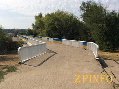 В Запорожье мост на Набережной перекрасят в цвета украинского флага